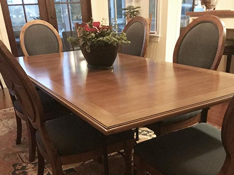 Photo: table with 6 seats before extending