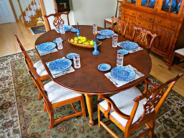 Dining table without table extender pad, places set for six