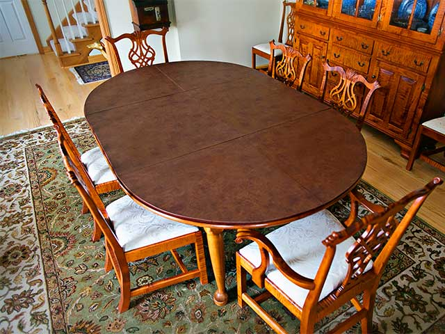 Six-seat rounded dining room table without extender